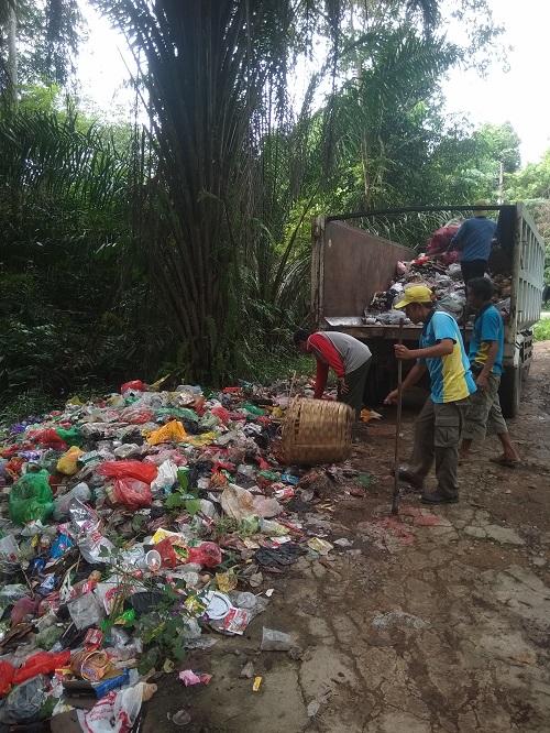 Dimasa Cuti Bersama dan Libur Panjang Dinas Lingkungan Hidup Kabupaten Sanggau Tetap Bekerja