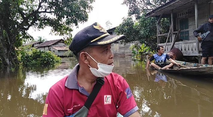 Desa Bulu Bala Di Rendam Banjir Kepala Desa Tinjau Mengunakan Sampan