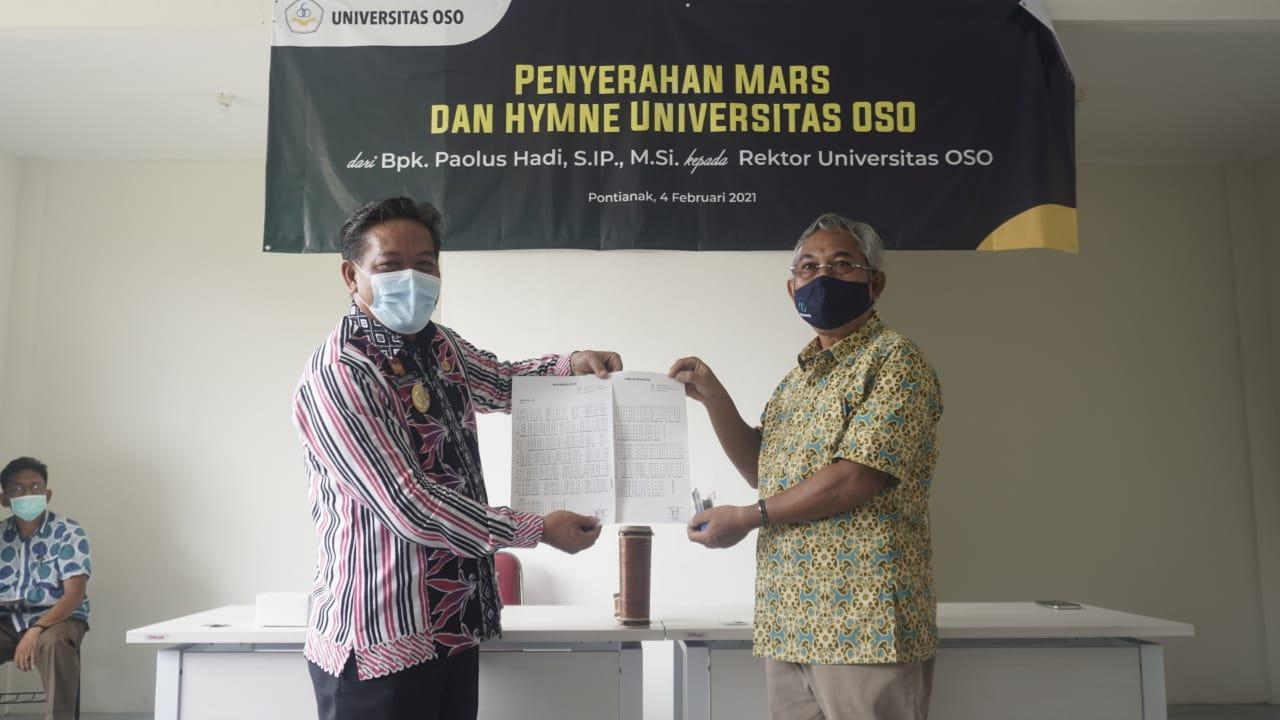 Paolus Hadi serahkan notasi lagu Hymne dan Mars Universitas OS