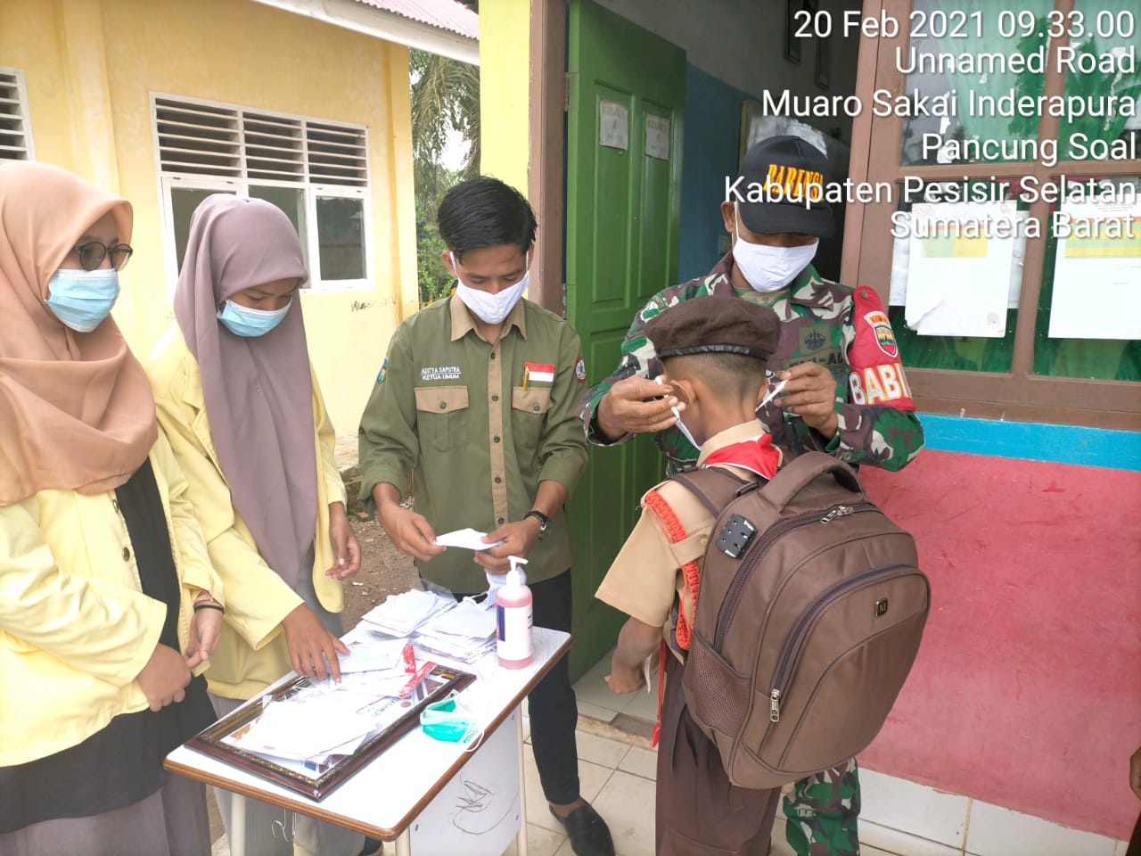 Bersama Himanpura Babinsa Koramil 01/Pessel Sosialisasikan Prokes