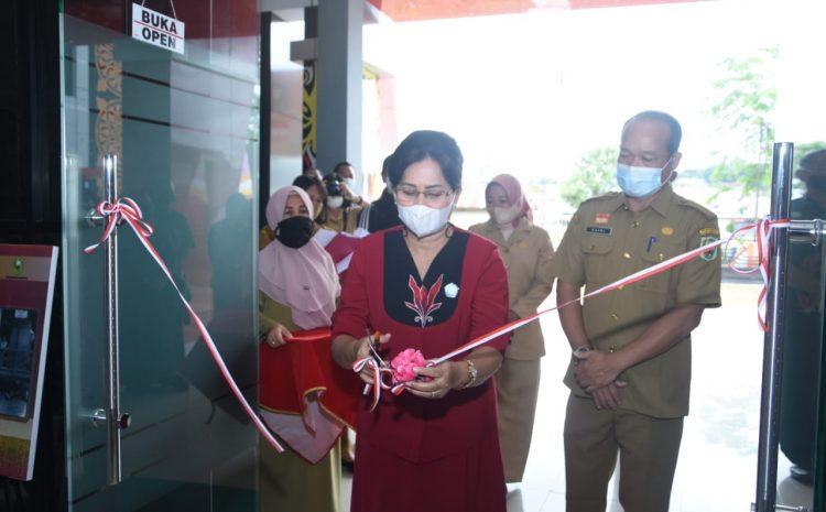 Library Tour, Resmi Di Buka Oleh Ketua Dekranasda Kabupaten Sanggau