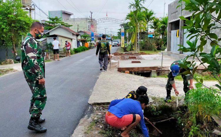 Personel Subdenpom XII/2-1 Sampit bersihkan Lingkungan sekitar
