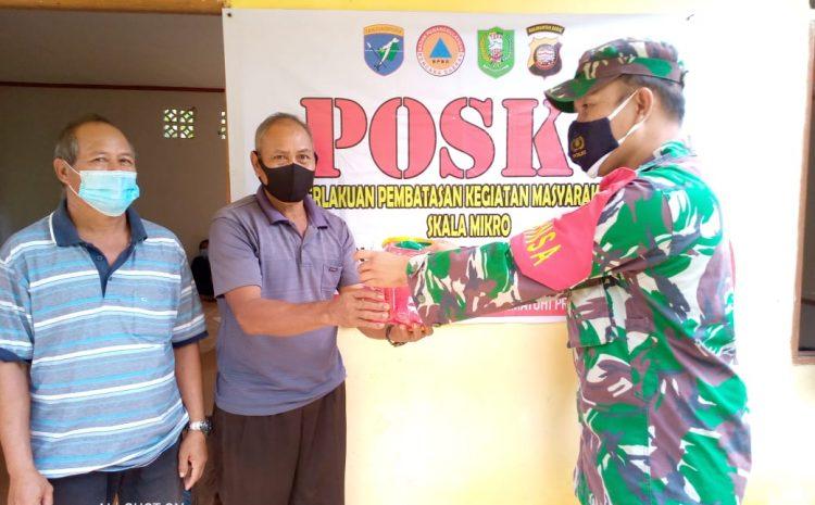 Sosialisasi Himbauan 3 M dan Memberikan Masker Untuk Selalu Mematuhi Protokol Kesehatan di Pos PPKM Mikro.