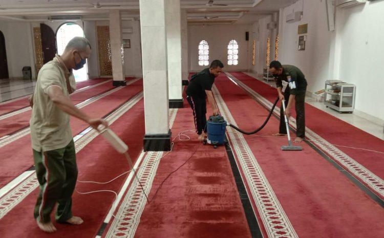 Turut Aktif Bersihkan Rumah Ibadah,Personel Subdenpom XII/1-1 Mendapat Apresiasi dari Masyarakat