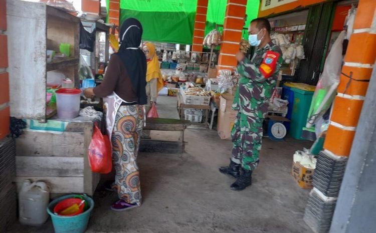 Babinsa Koramil Sungai Kunyit  Laksanakan Patroli Prokes di Pasar