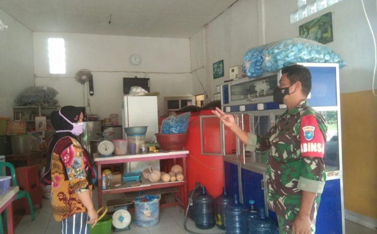 Babinsa Air Besar Imbau Pedagang Pasar Serimbu Tetap Terapkan Prokes
