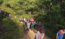 Permalink to Belum Maksimal Tersentuh Pembanguan Jalan di Perbatasan,Warga Masih Datang Kepuskesmas Mengunakan Tandu